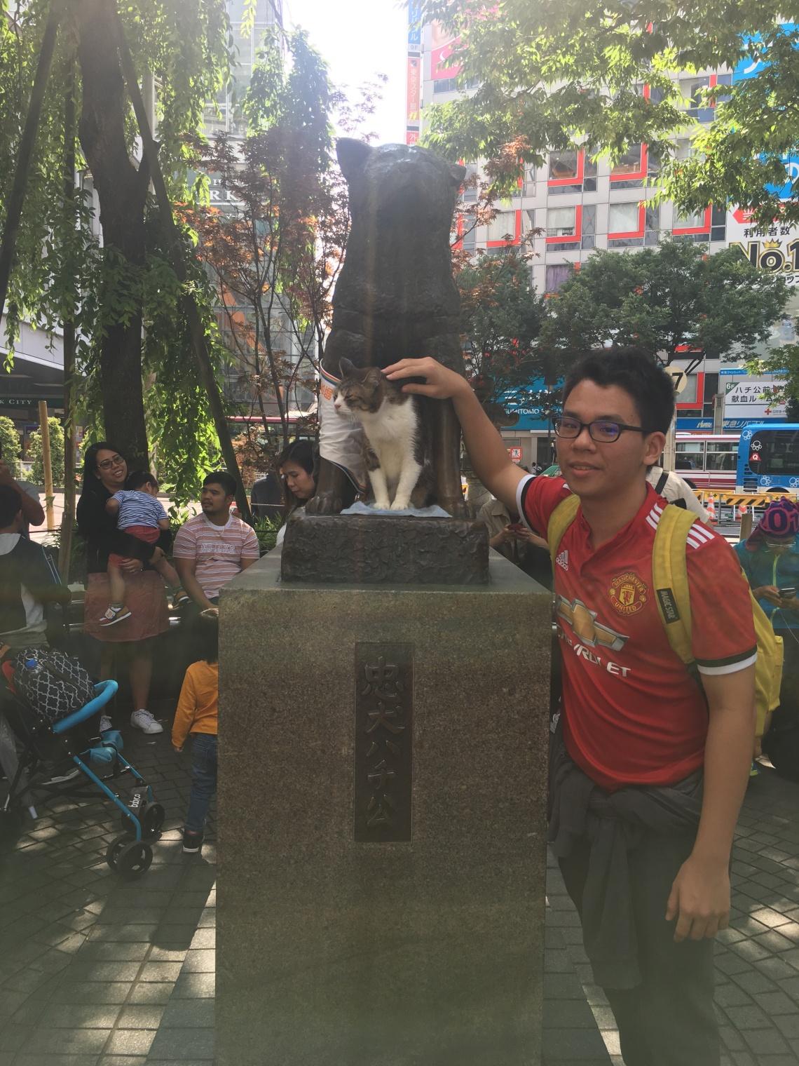 Dog statue with cat at Shibuya Tokyo Japan